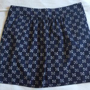 Gap size 2 navy skirt with white design